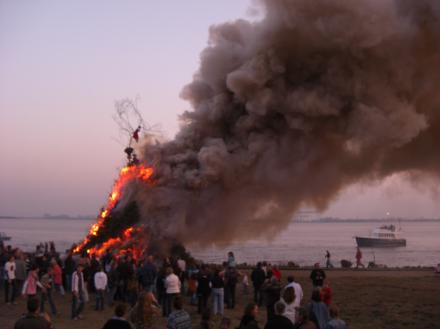 Osterfeuer in Blankenese