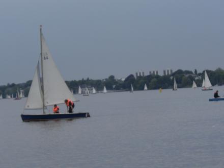 Alsterkucken mit Booten
