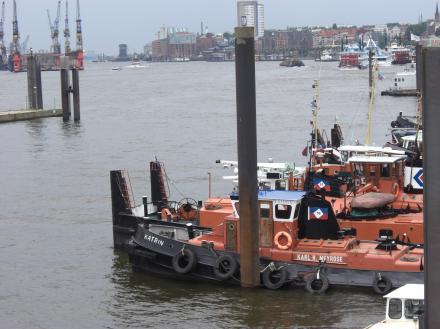 Schiffe kucken am Hafen
