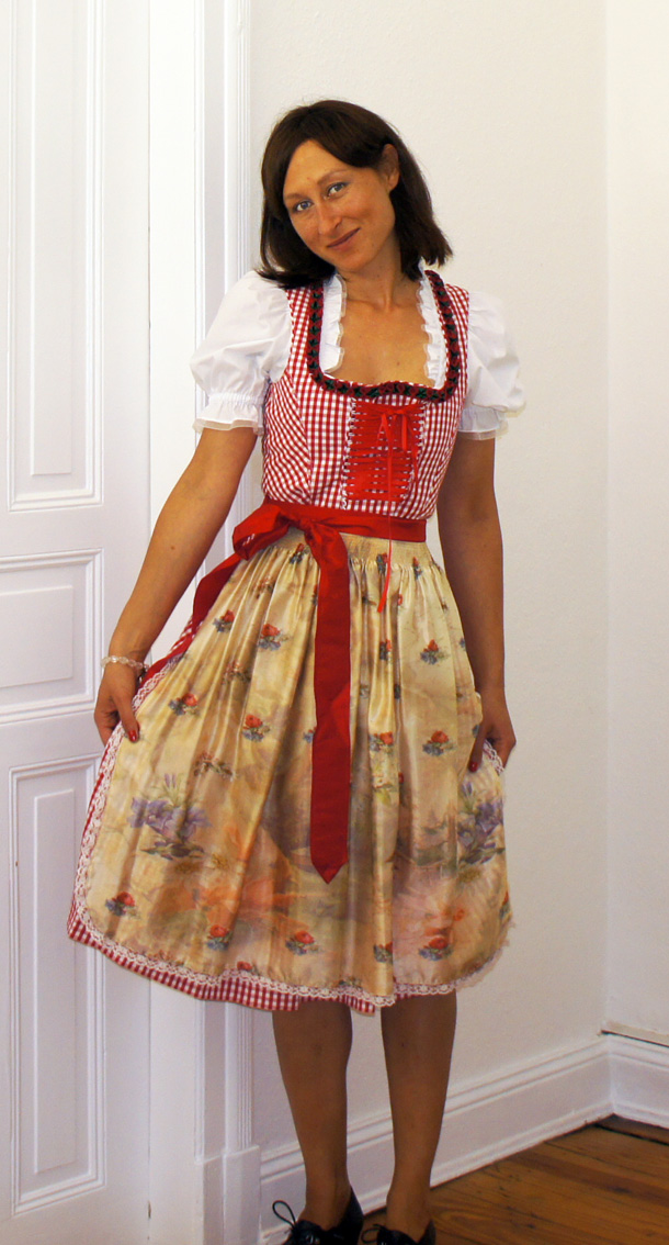 oktoberfest dirndl und accessoires myshoppingbag. Black Bedroom Furniture Sets. Home Design Ideas