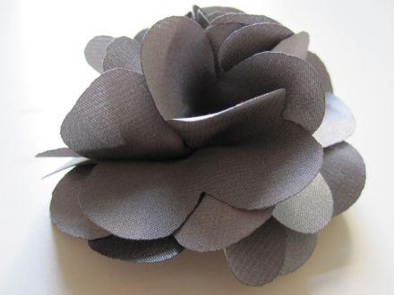Haarspange mit silberner Blüte