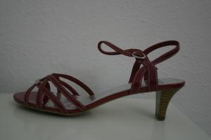 Meine neuen Rotkäppchen-Sandalen