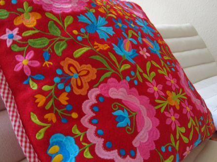 Bunt und ausgefallen: Mein neues Kissen