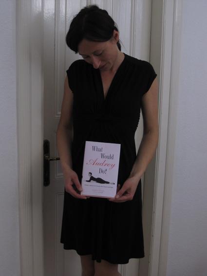 Schwarzes Kleid von Esprit über Yalook