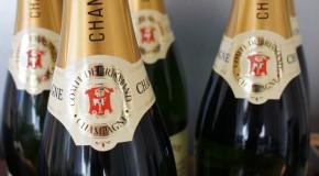 """""""Irgendwann kommt der Moment im Leben einer jeden Frau, wo das Einzige, das hilft, ein Glas Champagner ist."""""""