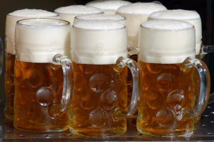 Maßkrug im Hofbräu Biergarten