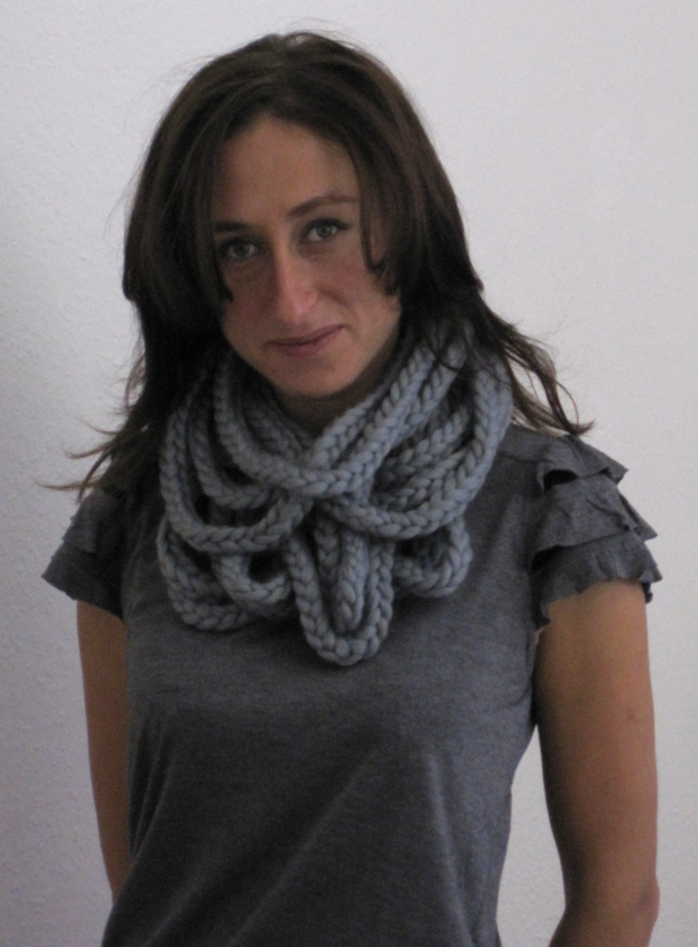 Geschlungener Schal aus Merino Wolle