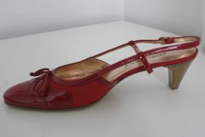 Rote Fußzierde